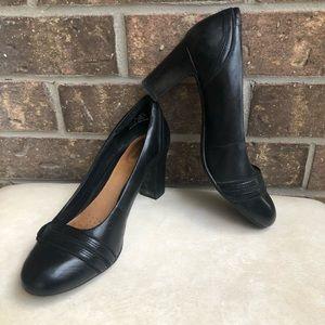 Clark's Black Kitten Heels Round Toe